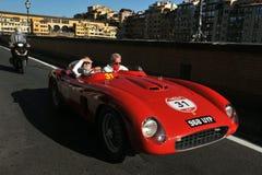 Historisk bil på gatorna av Florence, Italien Royaltyfri Fotografi