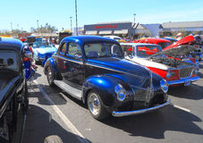 Historisk bil som gatan Stång: Ford Standard Coupé 1940 Arkivfoton