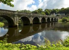 Historisk bro över floden Nore nära Inistioge, Irland Arkivfoto