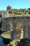 historisk bro Arkivbild