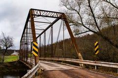 Historisk bro för Moser vägbråckband - Autumn Splendor - Somerset County, Pennsylvania royaltyfria foton