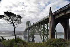 Historisk bro för Yaquina fjärd Royaltyfria Bilder