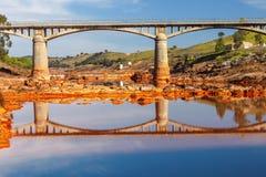 Historisk bro Gadea på tintofloden, Huelva, Spanien Royaltyfri Fotografi