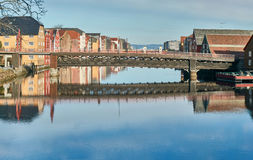 Historisk bro i Trondheim, Norge royaltyfri fotografi
