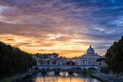 Historisk bro nära basilika av St Peter Royaltyfria Bilder