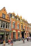 Historisk Bruges gata Belgien royaltyfria bilder