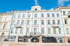Historisk bulding på den Moika flodinvallningen i St Petersburg, Ryssland Det byggdes i 1858 av arkitekten A Kh Kolb Royaltyfri Bild