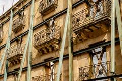 Historisk byggnadåterställande i Salamanca, Spanien royaltyfria foton
