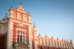 Historisk byggnad av torkduken Hall på huvudsaklig fyrkant i Krakow, Polen royaltyfri fotografi