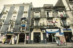 Historisk byggnad i historisk mitt av Catania, Sicilien italy Arkivfoto