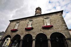 Historisk byggnad i i stadens centrum Kilkenny, Irland Royaltyfri Bild
