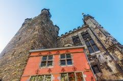 Historisk byggnad och Granus torn i Aachen Royaltyfri Fotografi