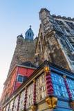 Historisk byggnad och Granus torn i Aachen Arkivfoto