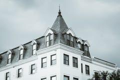 Historisk byggnad på den Wisconsin avenyn, i Georgetown, Washington, DC royaltyfria foton