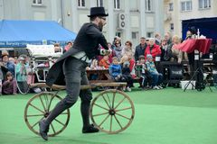 Historisk cykelshow Royaltyfria Bilder