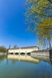 Historisk dammbyggnad på floden Isar i Munich Royaltyfri Foto
