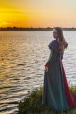 Historisk flicka - medeltida klänning Royaltyfria Bilder