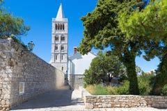 Historisk gammal stad av Rab City, Rab Island, Kroatien royaltyfri fotografi