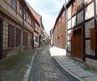 Historisk gata i Quedlinburg royaltyfria bilder
