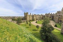 Historisk gränsmärke runt om den Arundel slotten arkivbilder