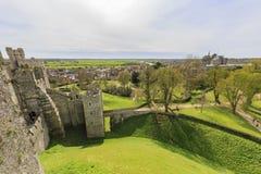 Historisk gränsmärke runt om den Arundel slotten arkivfoto