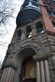Historisk hörnbyggnad på banbrytarefyrkanten, Seattle, Washington Arkivfoto