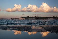 Historisk halvö på Istanbul med perfekta moln Fotografering för Bildbyråer