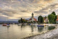 Historisk hamn av Wasserburg på laken Constance Arkivbild