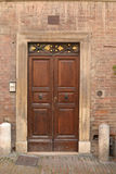 Historisk italiensk dörr Royaltyfri Foto