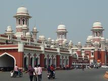 Historisk järnvägsstation Lucknow fotografering för bildbyråer