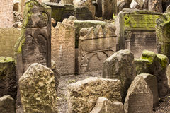 Historisk judisk kyrkogård i Prague Arkivfoton