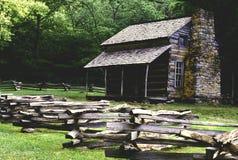 Historisk kabin på den Cades lilla viken Arkivfoto