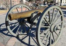 Historisk kanon på skärm i staden, Denver Colorado Arkivfoton