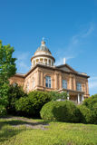 Historisk kastanjebrun domstolsbyggnad Royaltyfri Fotografi