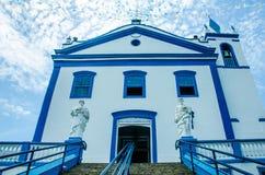 Historisk katolsk kyrka i Ilhabela, Brasilien Royaltyfria Bilder