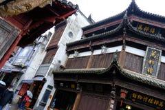 Historisk kinesisk träbyggnad i Huangshan royaltyfri fotografi