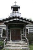 Historisk kyrka på arvlantgårdar Arkivbild