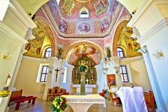 Historisk kyrklig altaresikt i Krizevci Royaltyfri Fotografi