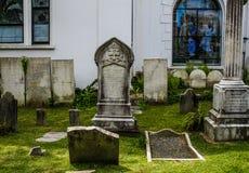Historisk kyrkogård på Sts Michael kyrka, charleston, SC royaltyfri bild