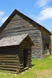 Historisk lantgård och uthus Arkivfoton