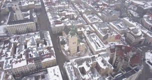 Historisk mitt av den Lviv staden i vinter från över lager videofilmer