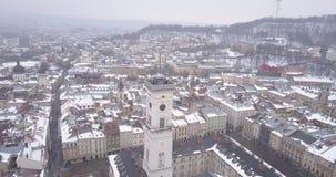 Historisk mitt av den Lviv staden i vinter från över stock video