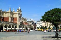 Historisk mitt renässans Sukiennice i Krakow Arkivfoton