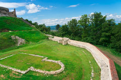 Historisk och medeltida fästning av Rasnov Royaltyfri Bild