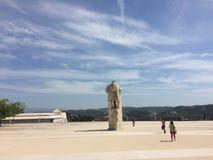 Historisk plaza i coimbra i Portugal universitetfyrkant av coimbra Ett sekulärt universitet som till detta dagsverke med utmärkth royaltyfri foto