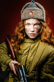 Historisk reenactment av den Sovjetunionen armén av den nätta flickan med Royaltyfri Fotografi
