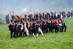 Historisk reenactment för Borodino strid i Ryssland Marschera soldater Royaltyfri Bild