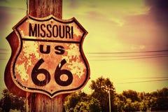 Historisk rutt 66 undertecknar in Missouri Royaltyfri Fotografi