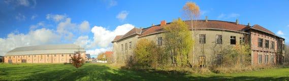 Historisk säterijordning som listas som monumentet i staden av Poggendorf, Mecklenburg-Vorpommern, Tyskland Arkivfoto