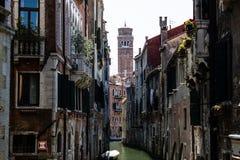 Historisk smal gata av Venedig Royaltyfria Bilder
